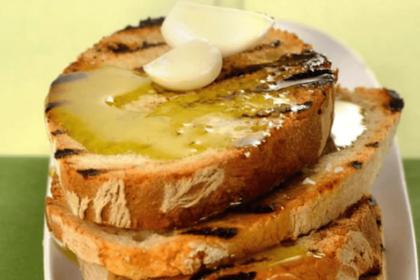 Bruschetta fokhagymával és extra szűz olívaolajjal