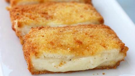 Bundás kenyér mozzarellával töltve