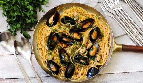 Fokhagymás-petrezselymes kagylós tészta: olasz recept alapján