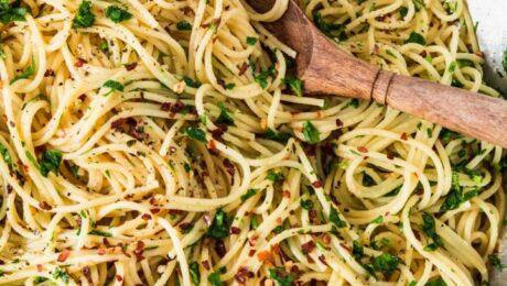 Igazi egyszerű olasz tésztaétel: fokhagymás-chilis spagetti