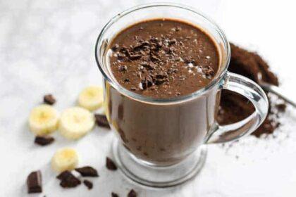 Kávés smoothie csokis proteinnel – Hogy jobban induljon a reggel!