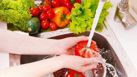 Május hónap friss élelmiszerei: ezeket a zöldségeket és gyümölcsöket fogyasszuk!