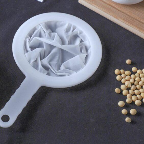 Szűrő műanyag nyéllel – tea / magtej / növényi tej / juice / gyümölcslé szűréséhez